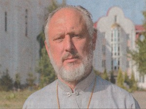 Протоиерей Николай Давидовский - настоятель храма.